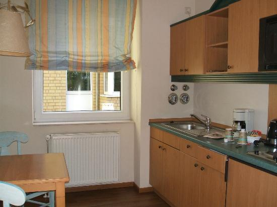 Arcadia Hotel Dusseldorf: Kitchen area