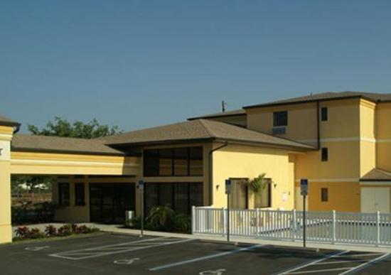 Regency Inn and Suites: Exterior