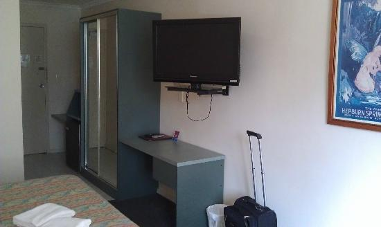 City Park Hotel: Then cupboard, desk and tv