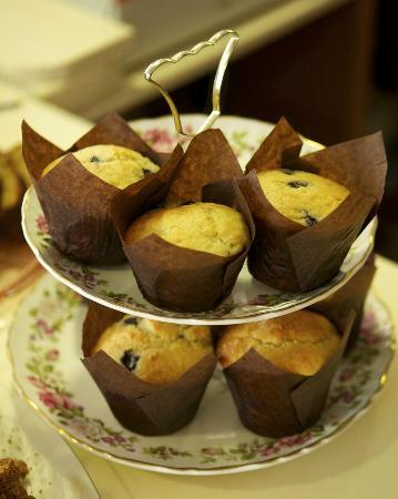 Molly Bloom's: Muffins - I didn't try them but they looked great! People at the next table spoke highly of them
