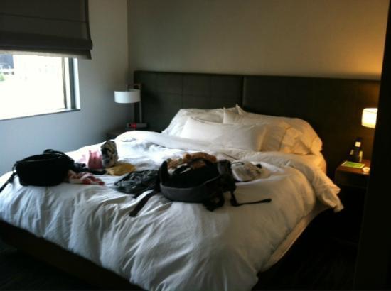 Element Omaha Midtown Crossing: One bedroom Suite - Separate bedroom (King Heavenly Bed)