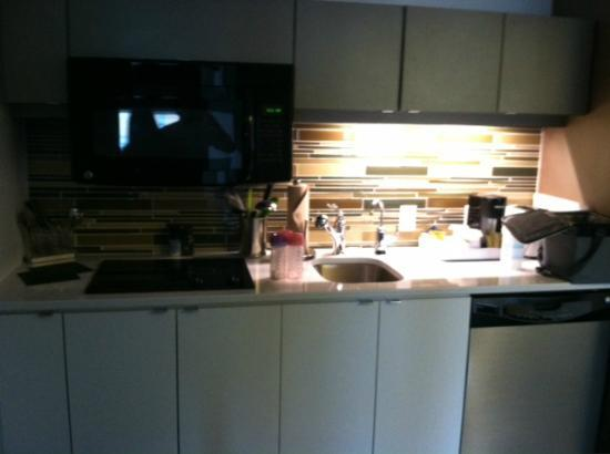 Element Omaha Midtown Crossing: One Bedroom Suite - Kitchen Area