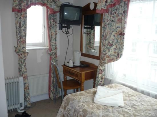 Pembridge Palace Hotel: Das Zimmer