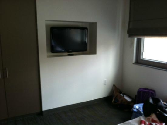Element Omaha Midtown Crossing: One Bedroom Suite - Bedroom TV