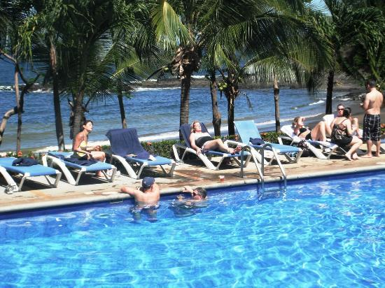 Bahia Pez Vela Resort: Relax en la piscina