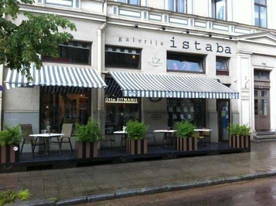 Excellent dining, Istaba.