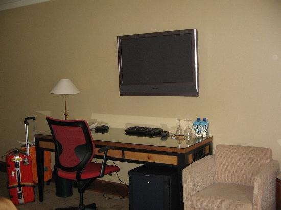 โรงแรม เดอะ คิตาโน่ นิวยอร์ค: テレビとデスク