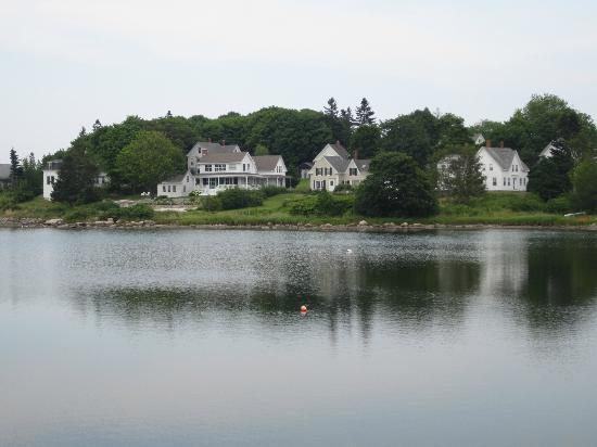 The Harbor Gawker: Homes across Carver's Pond