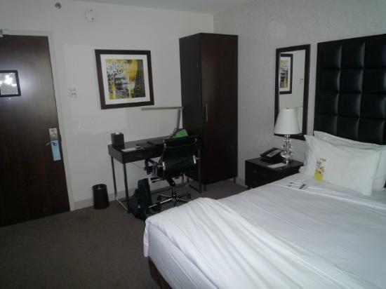 Schreibtisch kasten picture of distrikt hotel new york for Schreibtisch york