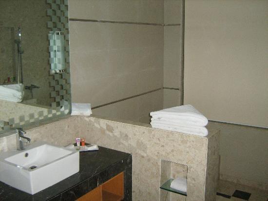 NIRVANA Hotel Banquets Club: fantastic bathrom