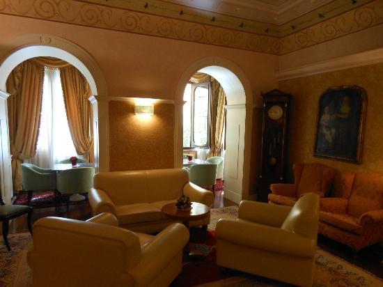 La Residenza: Hotel sitting area