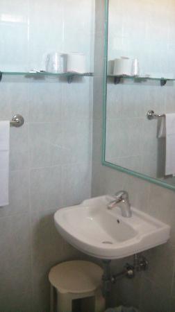 Nuovo Albergo Il Portonaccio: Bagno stanza n. 5 (2)