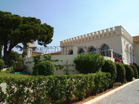 Chateau de Cremat: The Grounds