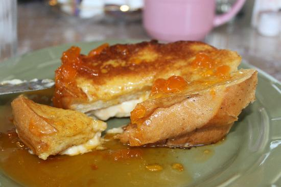 Sarah's House Victorian Bed & Breakfast: Stuffed french toast