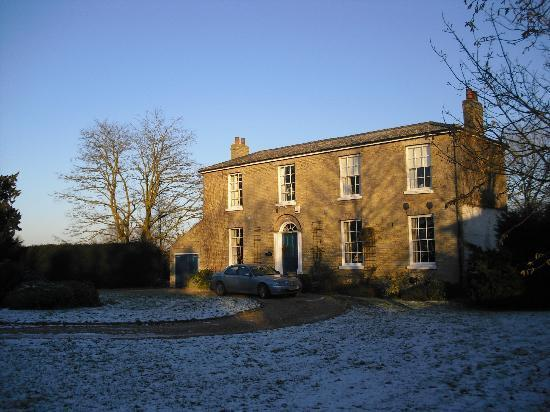 Manor Farm Bed and Breakfast: Crisp and Clean