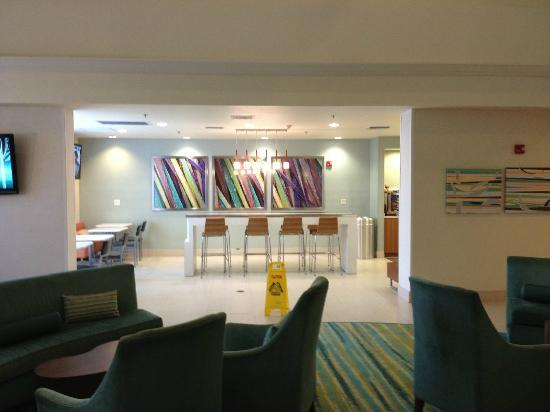 SpringHill Suites Miami Airport South: Lobby/ Bar Area