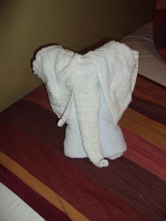 Narakiel's Inn: elephant made of towels in the room