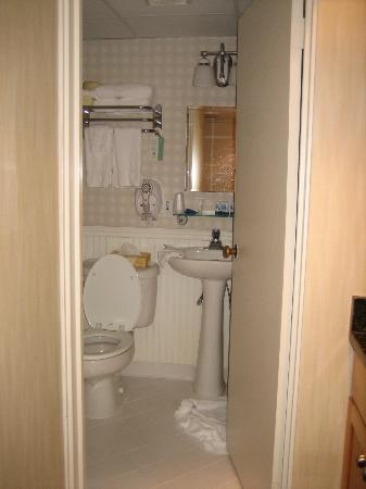 Pan American Hotel: Bathroom (B)