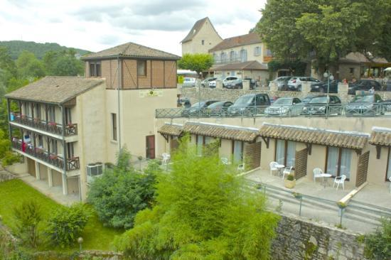 Hôtel La Truite Dorée : Annexe with main hotel to the right in the background.