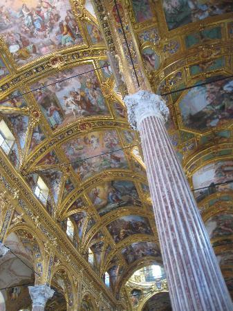 Basilica della Santissima Annunziata del Vastato : Interior