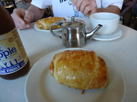 Cafe Creme: ham and cheese croissant