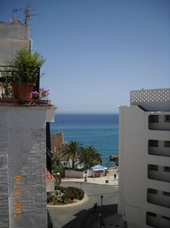 Apartamentos Latin: View from sun terrace looking towards sea