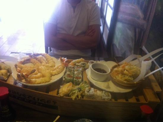 Bambuszliget - Japanese Restaurant and Sushi Bar: Sushi tempura boat- not even 1 taste good
