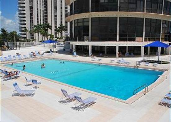 Design Suites Miami Beach: BRAND NEW POOL AREA