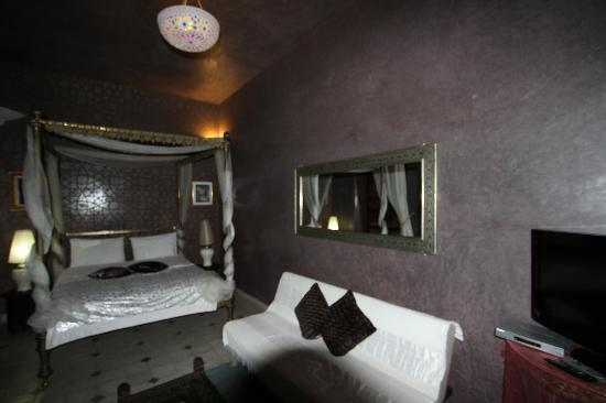 Riad Reves D'orient: Bed