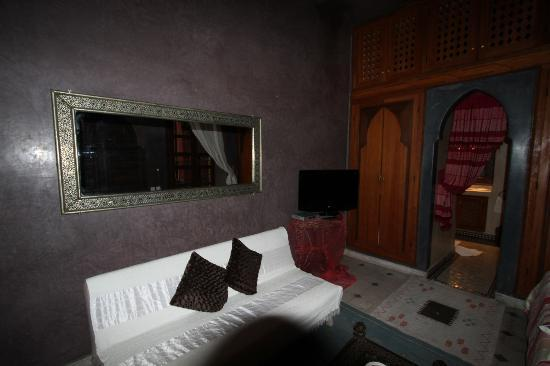 Riad Reves D'orient: lounging area in room