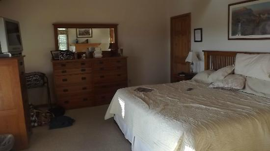 The Inn at Grist Iron: Moonset King suite - upper lodge