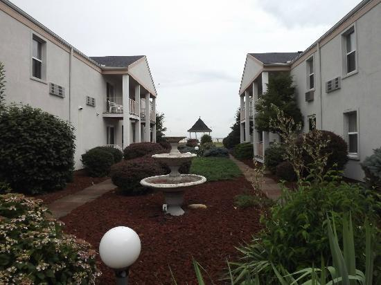 Clinton Inn and Suites : outside towards lake front