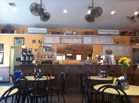 Phillip Arthur's Ice Cream, Pizza and Subs: Nicely decorated
