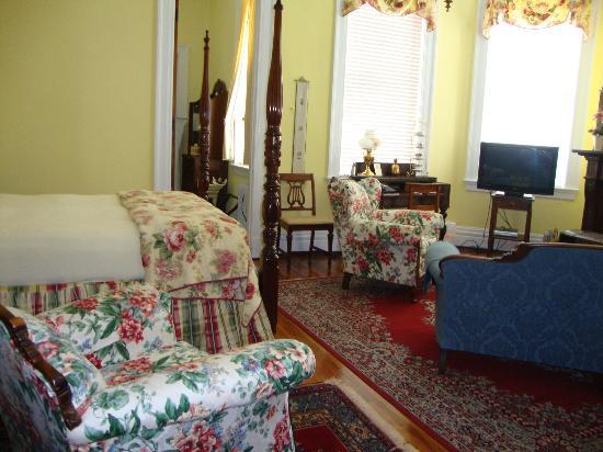 The Bennett House Bed and Breakfast: One of the rooms