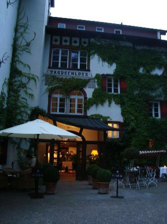 Castel Fragsburg: Eingang zum Schloss-Restaurant