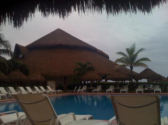 El Caribeno across the pool