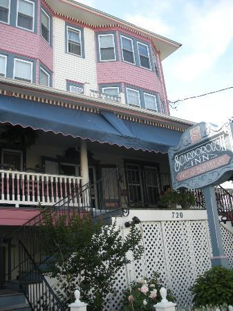 Scarborough Inn: Beautiful building with great wrap around porch