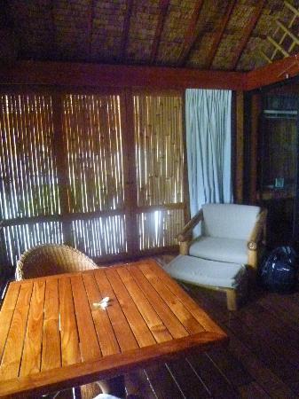 Bora Bora Pearl Beach Resort & Spa: camera beach boungalow salottino