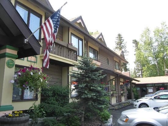Alaska Fishing Lodge - Soldotna Bed and Breakfast Lodge: Front of B&B