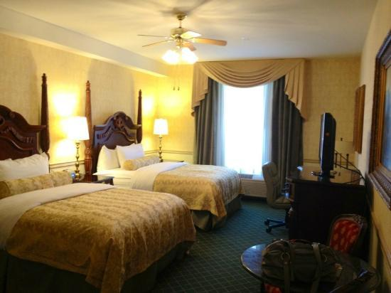 Ayres Hotel Laguna Woods: Roomy rooms