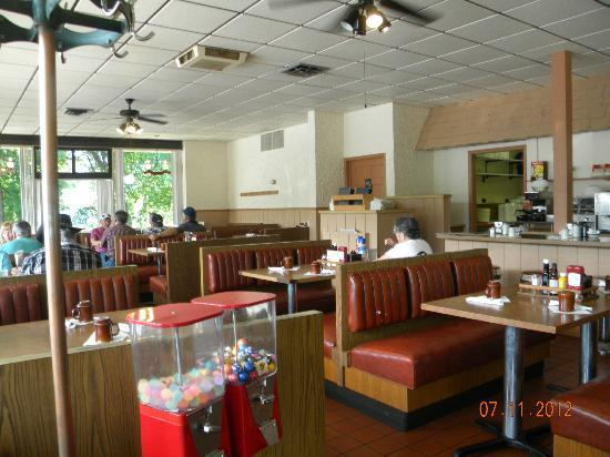 Hickory House Restaurant and Lounge: Interior