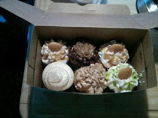 AnnOlivia's Sweet Shop : Banana pudding, german chocolate, red velvet, apple cobbler, and key lime