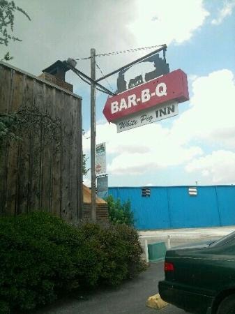 White Pig Inn Barbecue: Current sign
