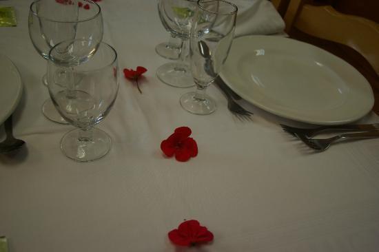 Hostal La Cabanya: taula ben parada