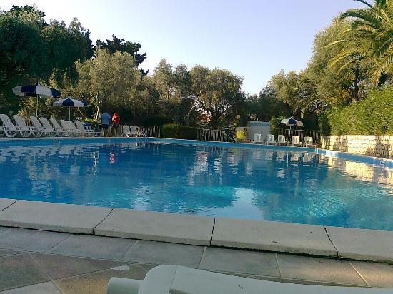 La Castellana  Residence Club: una delle varie piscine...quella che amo di più