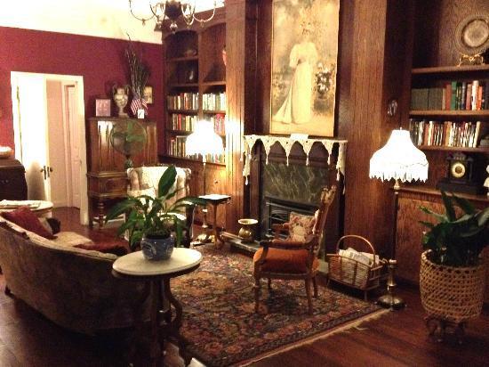Weaverville Hotel & Emporium: Parlor