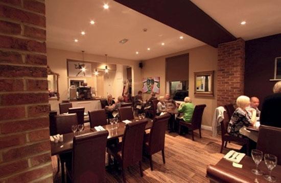 W Four: Restaurant area