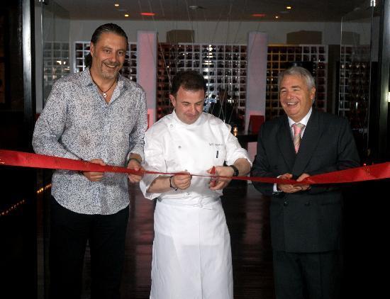 Passion By Martin Berasategui at Paradisus Punta Cana: El Corte de cinta durante la inauguración oficial