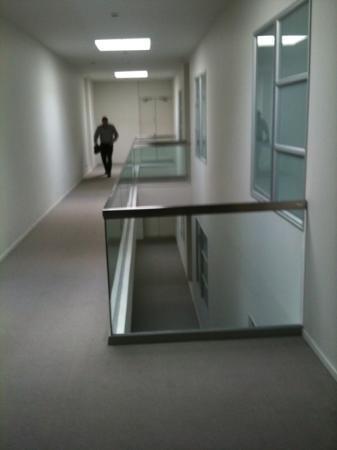 Waimahana Luxury Lakeside Apartments: Hallway to rooms