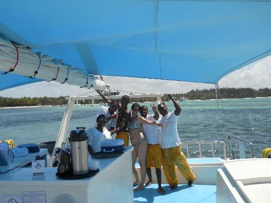 Marinarium Excursions - Sunny Day Sailing Cruise : party on the boat!